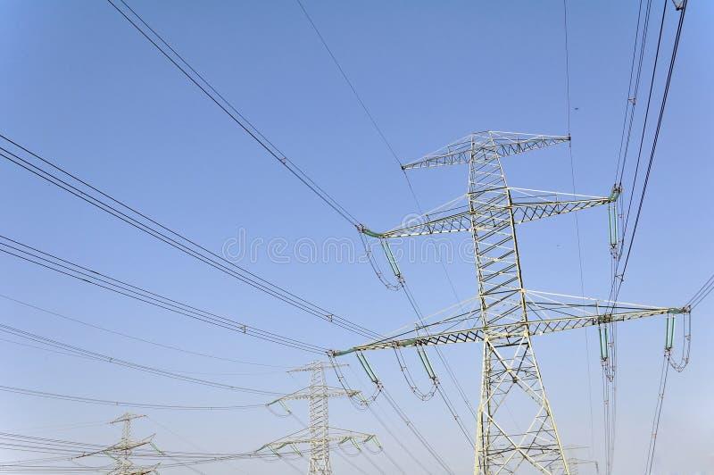 Опоры силы для транспортировать электричество стоковые фотографии rf