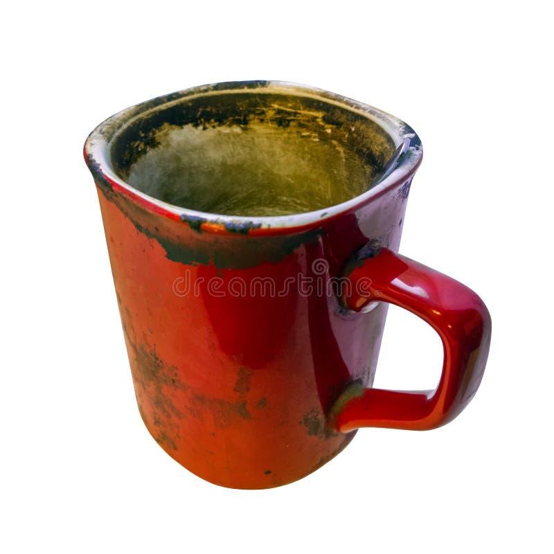 Опостылеть кружка супер грязного красного coffe пустая изолированная на белой предпосылке с выборочным фокусом стоковая фотография