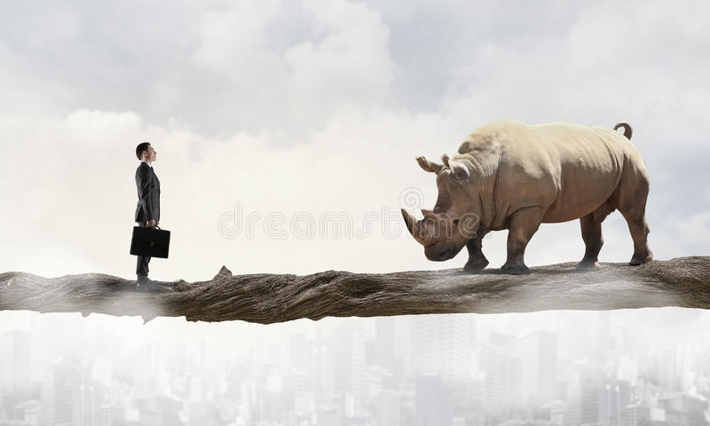 Download Оппонент бизнесмена воюя Мультимедиа Стоковое Фото - изображение насчитывающей отжимать, менеджер: 81807828