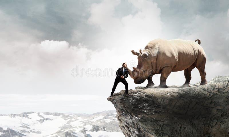 Download Оппонент бизнесмена воюя Мультимедиа Стоковое Изображение - изображение насчитывающей работа, менеджер: 81808793