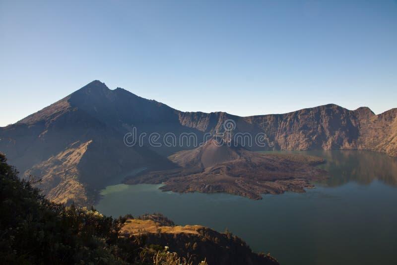 Оправа кратера Vulcano горы Rinjani стоковое фото rf
