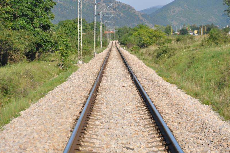 Определите electrified железнодорожный путь, Сербию стоковое фото