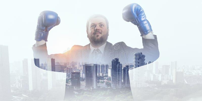 Download Определенный, что воевать для успеха Мультимедиа Стоковое Фото - изображение насчитывающей пунш, бизнесмен: 81808502