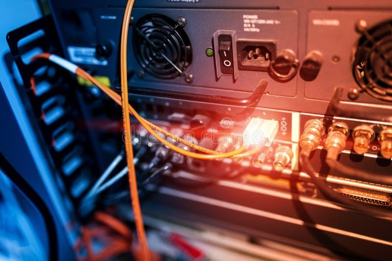 Download Оптическое волокно с серверами в центре данных технологии Стоковое Изображение - изображение насчитывающей информация, ethernet: 81812205