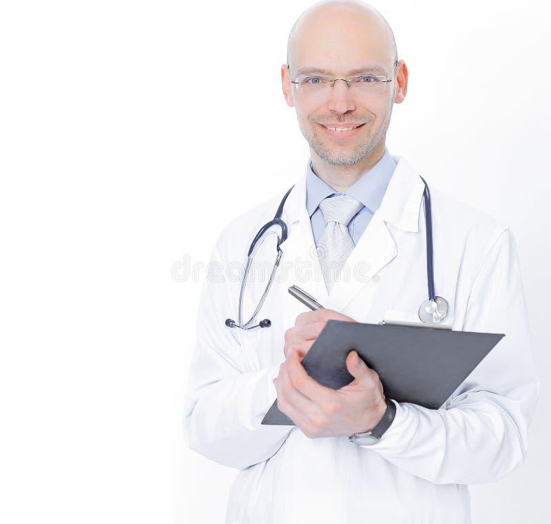 Опытный терапевт с документами r стоковая фотография rf