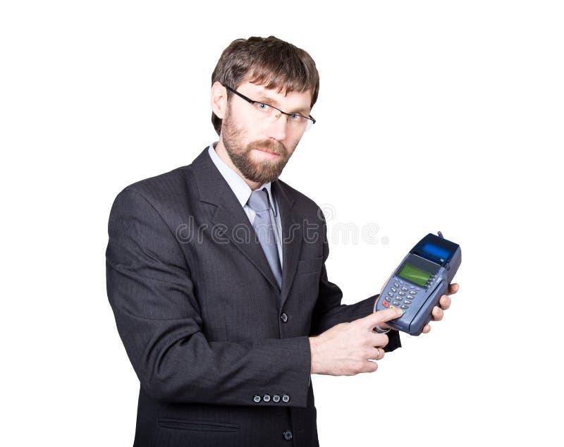 Оплата с кредитной карточкой - бизнесменом держа pos терминальный На белой предпосылке стоковое изображение