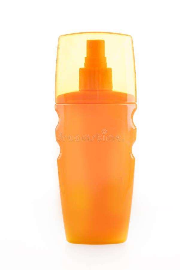 Оранжевая бутылка трубки шампуня, проводника, rinse волос, геля, на белой предпосылке с отражением Сливк от загара стоковое изображение