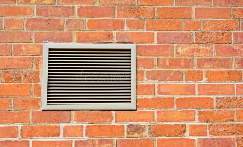 Оранжевая кирпичная стена и вентилятор стоковая фотография rf