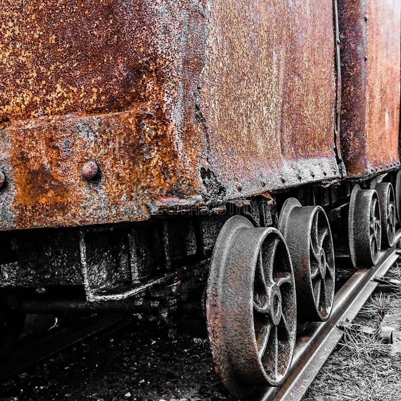 Оранжевая тележка угля стоковые фотографии rf