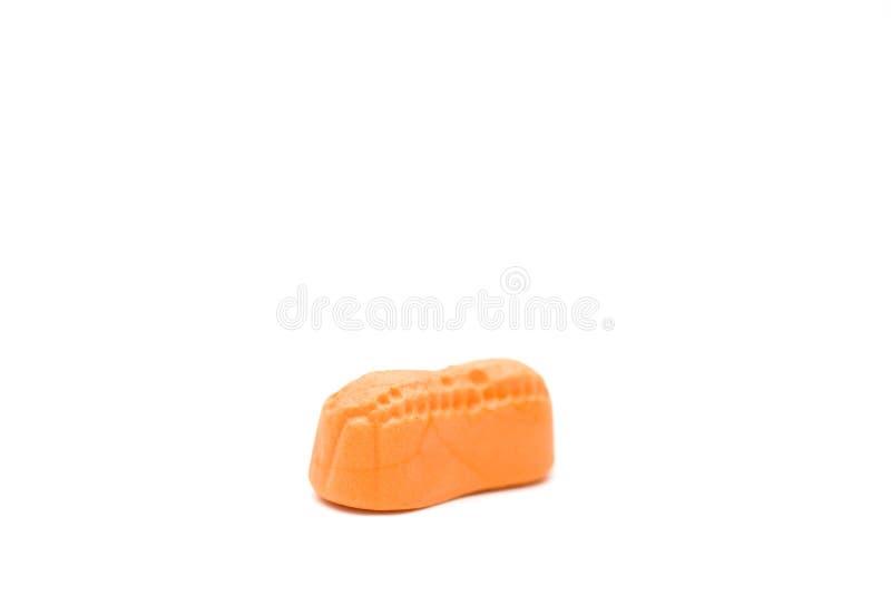 Оранжевые арахисы конфеты на белой предпосылке стоковые фотографии rf