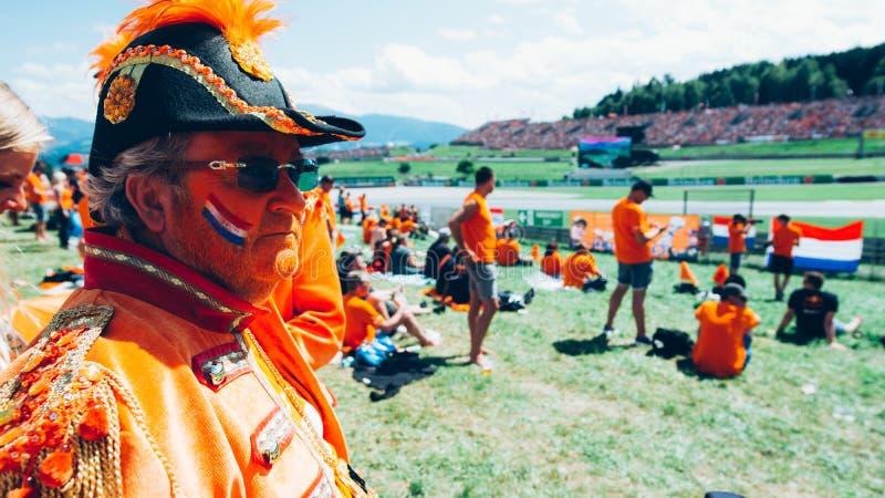 Оранжевые общие вентиляторы гонки F1 стоковая фотография rf