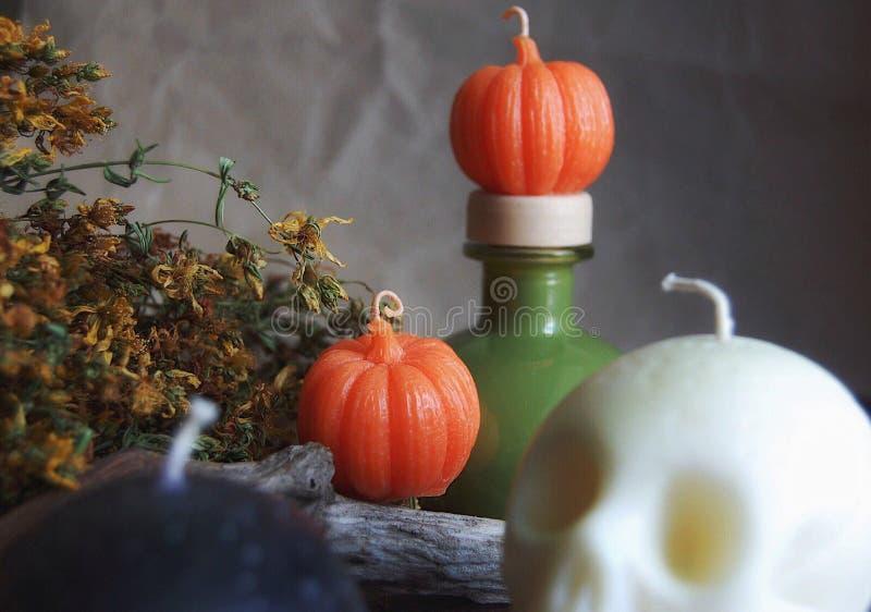 Оранжевые свечи тыквы воска сои стоковые изображения