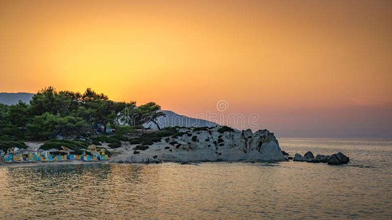 Оранжевый заход солнца пляжа стоковые изображения rf