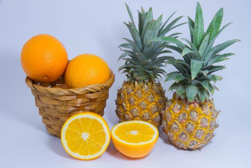 Оранжевый плодоовощ ананаса изолированный на белой предпосылке стоковая фотография rf