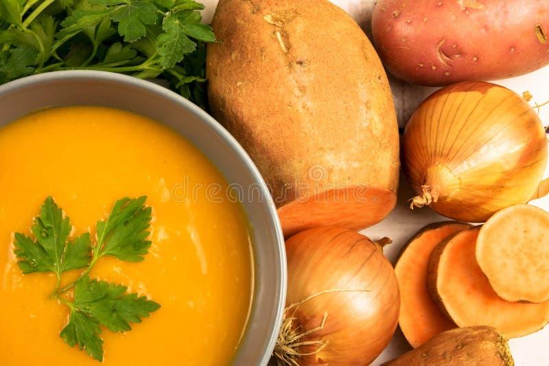 Оранжевый сметанообразный суп бататов стоковое изображение