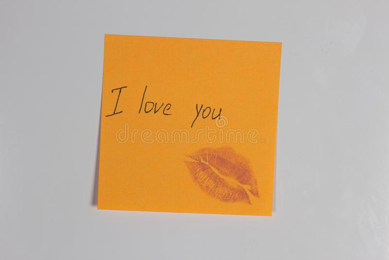 Оранжевый стикер с холодильником надписи я тебя люблю стоковые фото