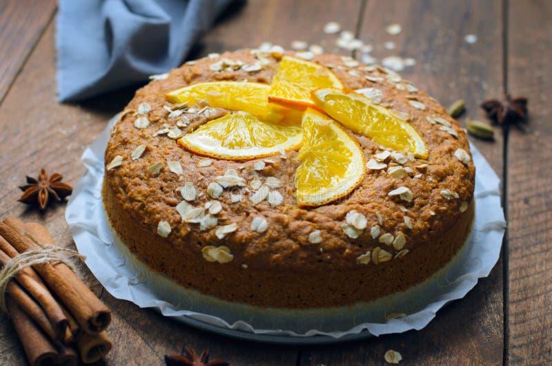 Оранжевый торт овса, свежо испеченный пирог Vegan, молокозавод свободный и Eggless десерт стоковое изображение