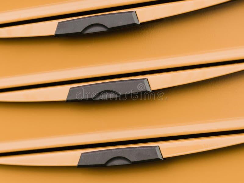 Оранжевый шкаф пластиковой коробки с черными ящиками ручек стоковое фото