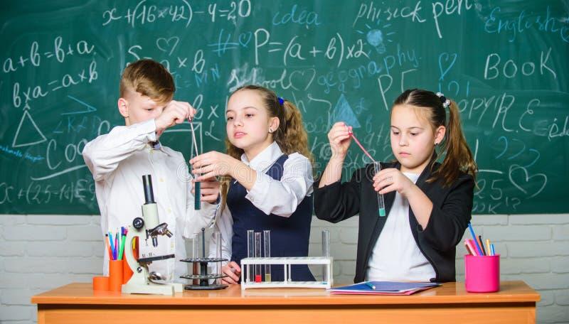 Органическая химия - исследование соединений, содержащих углерод Удивительная химия Основные химические реакции Группа стоковые изображения rf