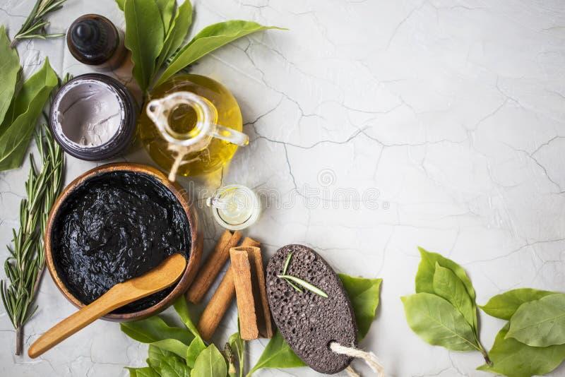 Органические обработки skincare и продукты курорта с маслом, грязью, глиной стоковое изображение rf