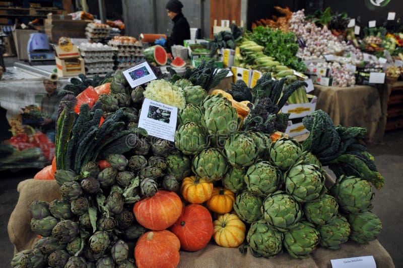 Органические овощи на рынке города в Лондоне, Великобритании стоковое изображение rf