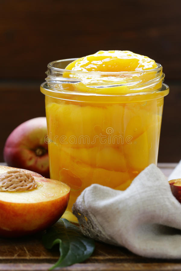Органические плодоовощи, помадка законсервировали персики стоковые изображения rf