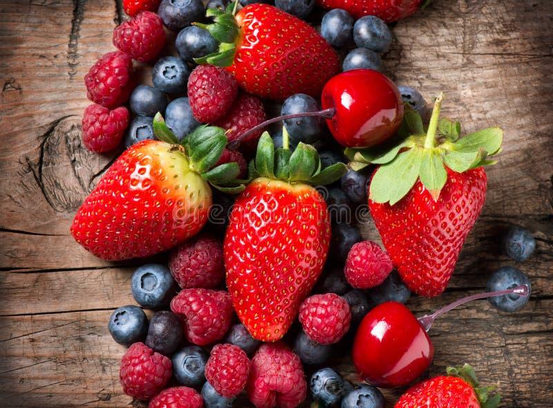 Органические ягоды стоковые фотографии rf