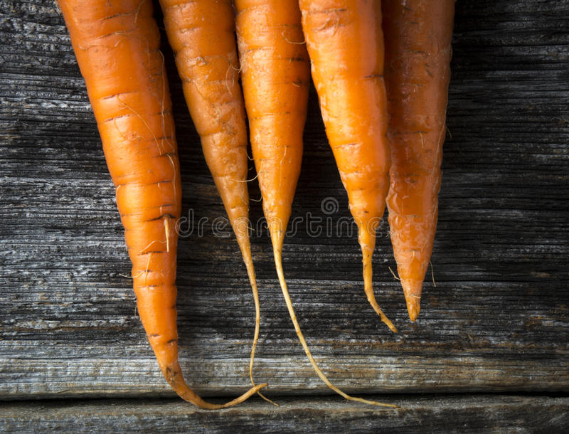 Органический сырцовый крупный план морковей стоковые фотографии rf