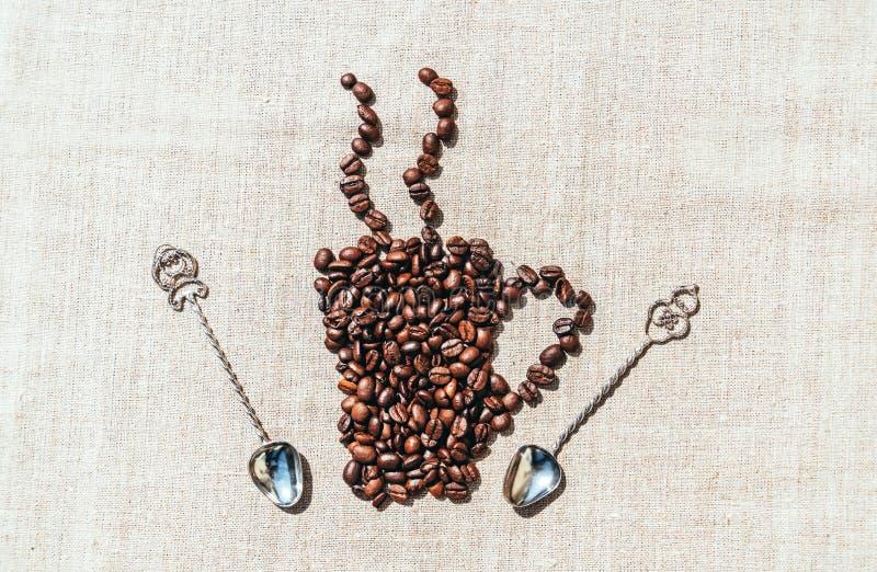 Органическое coffe Зерна кофе и linen скатерть стоковые изображения