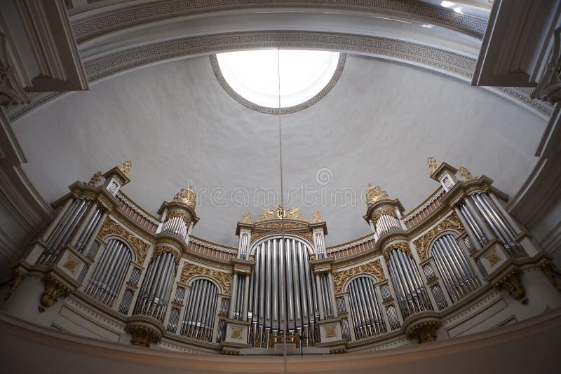 Орган внутри собора Хельсинки (Tuormokirkko) - Финляндии стоковое изображение rf