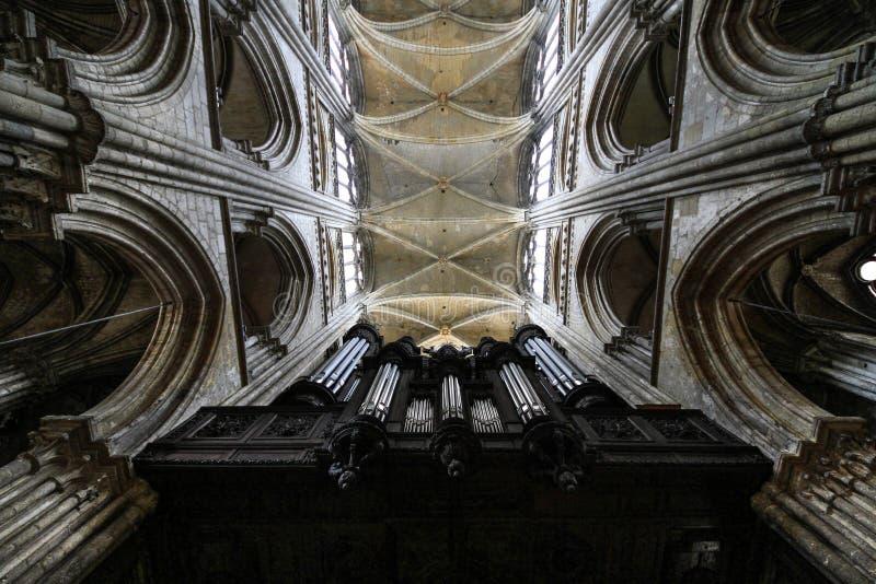 Орган в готическом соборе, Руане, Франции стоковая фотография