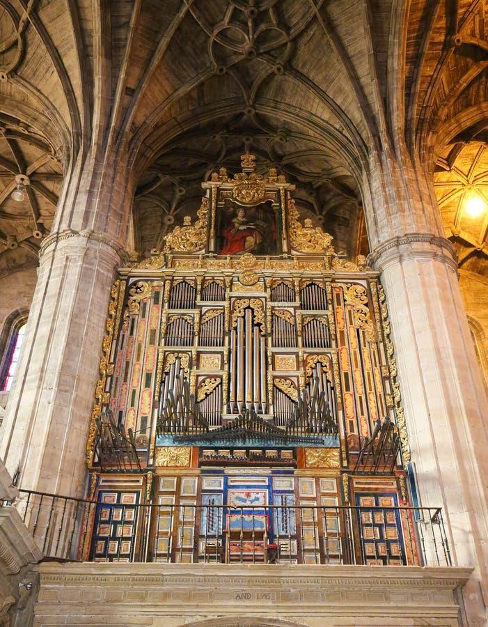 Орган в церков St. Thomas в Haro, La Rioja стоковое изображение