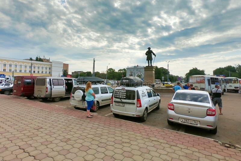 Оренбург, Россия, 07 20 2019: Автомобили на станции города o стоковое изображение rf