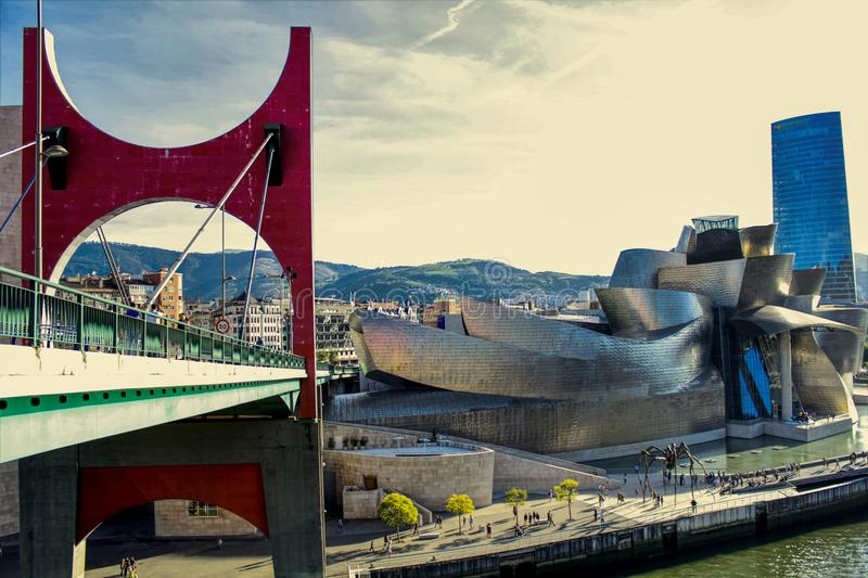 Ориентир ориентир Бильбао - изображение дневного света стоковая фотография