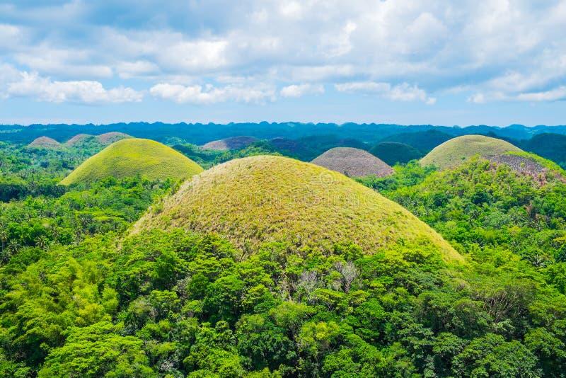 Ориентир ориентир известных холмов шоколада естественный в Филиппинах стоковое изображение rf