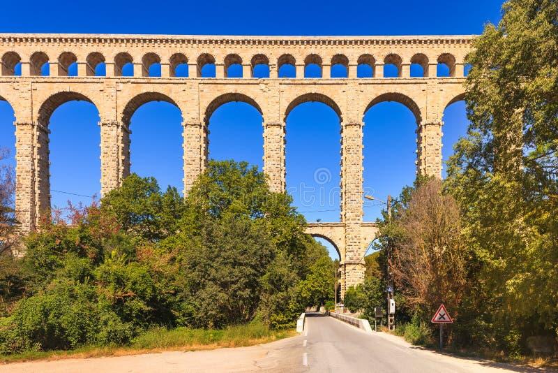 Ориентир ориентир мост-водовода Roquefavour исторический старый в Провансали, Франции. стоковое изображение rf
