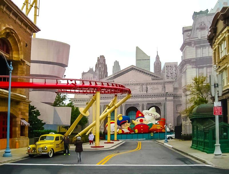 Орландо, США - 3-ье января 2014: Павильоны русских горок и игры в парке Студии Universal одно из Орландо стоковые изображения