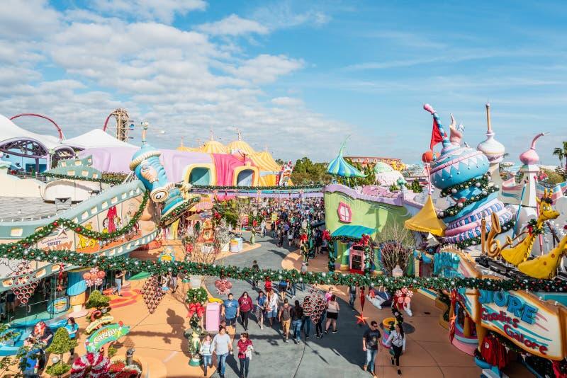 ОРЛАНДО, ФЛОРИДА, США - ДЕКАБРЬ 2017: Вид с воздуха студий Universal Орландо Флориды тематического парка на времени рождества стоковые изображения rf