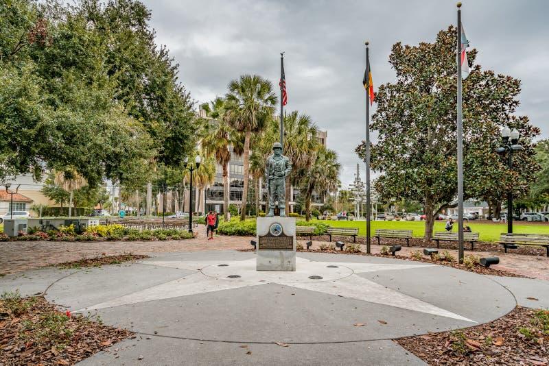 ОРЛАНДО, ФЛОРИДА, США - ДЕКАБРЬ 2018: Сражение мемориала выпуклины в парке Eola озера в городском Орландо, Флориде стоковые изображения rf