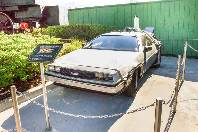 Орландо, Флорида, США - 10-ое мая 2018: Старый автомобиль от фильма назад к будущему на студиях Universal парка Орландо тема стоковые изображения rf
