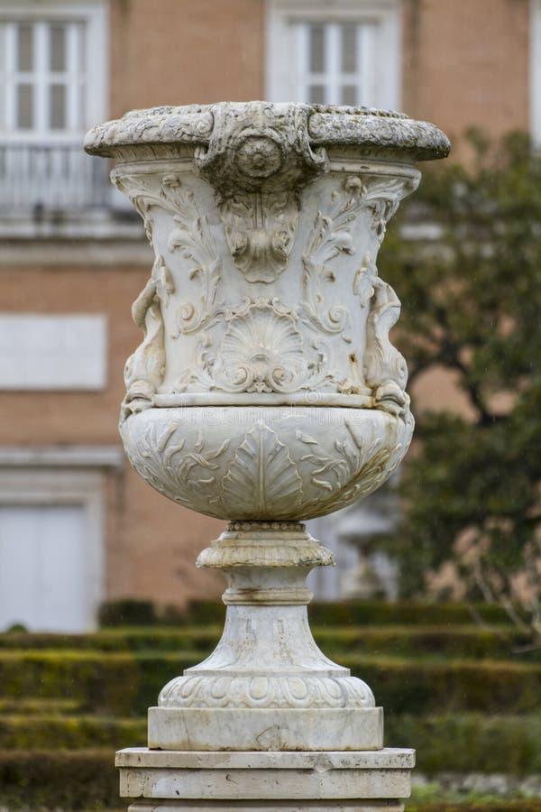 Download Орнаментальные фонтаны дворца Аранхуэса, Мадрида, Spain.Wo Стоковое Изображение - изображение насчитывающей дворец, цветки: 37926899