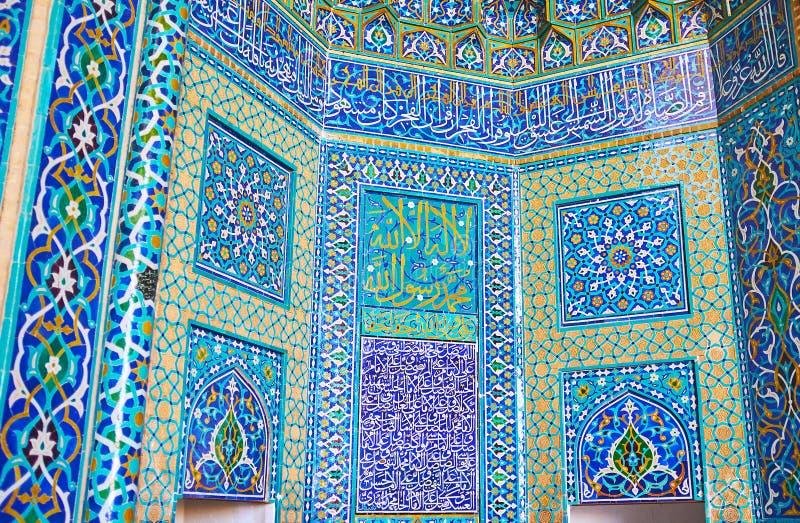 Орнаменты на михрабе мечети Jameh, Yazd, Ирана стоковые фото