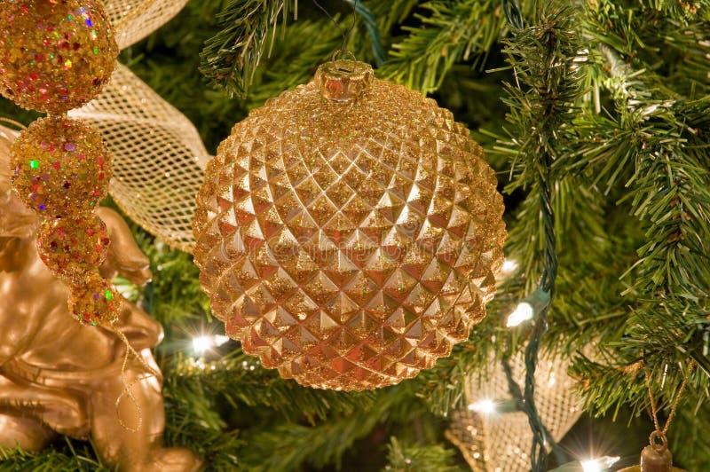 орнаменты рождества золотистые стоковая фотография
