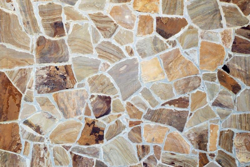 Орнамент винтажной стены мозаики декоративный от керамической сломанной плитки в цементе стоковое изображение