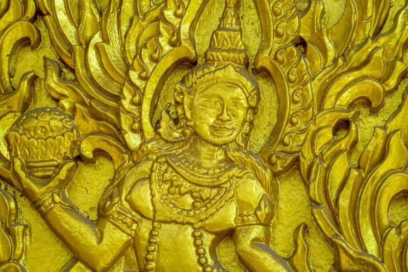 Орнамент и изображения высекли дальше буддийского виска Wat в Таиланде стоковые фотографии rf