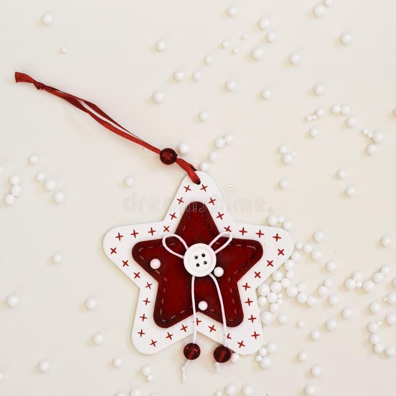 Орнамент рождества и снег фальшивки стоковая фотография rf