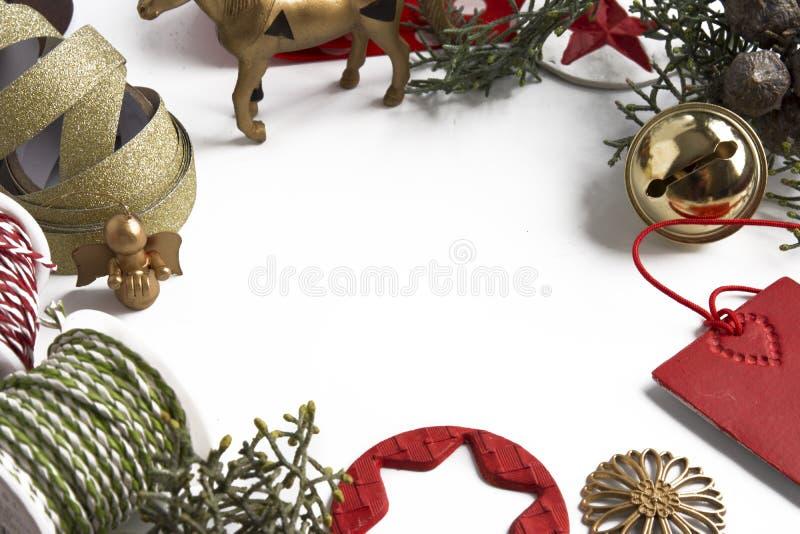 Орнамент рождества рамки на белой предпосылке стоковое изображение rf