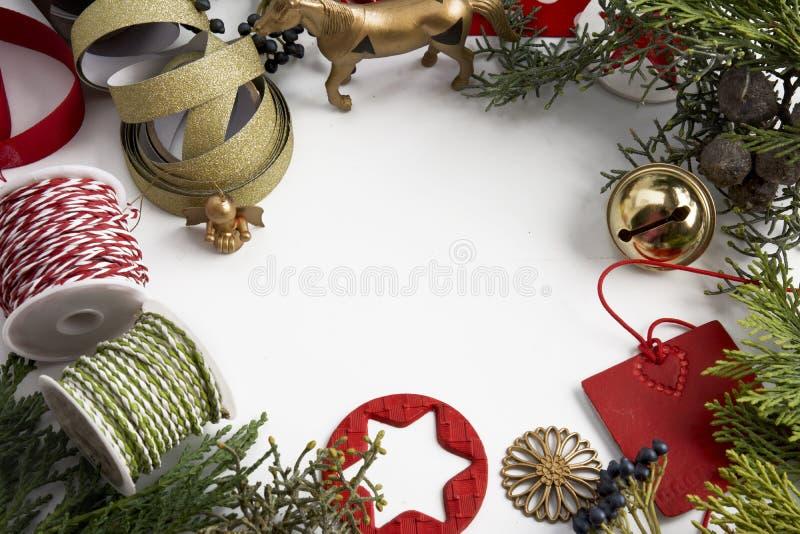 Орнамент рождества рамки на белой предпосылке стоковое фото rf