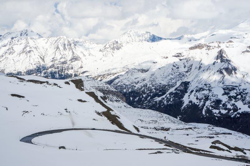 Download дорога высокой горы стоковое изображение. изображение насчитывающей дорога - 41656635