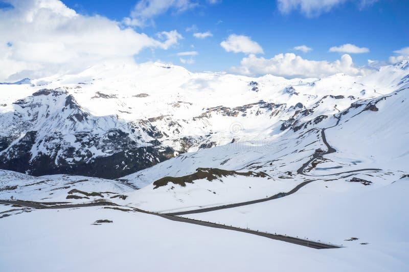 Download дорога высокой горы стоковое изображение. изображение насчитывающей сценарно - 41656669